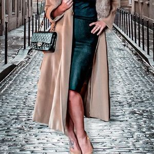 MaxMara black like new pencil skirt with back slit